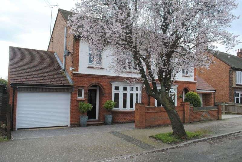 3 Bedrooms Semi Detached House for sale in Prospect Avenue, Rushden