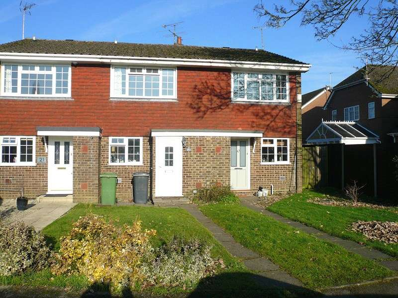 2 Bedrooms Terraced House for sale in Waterside Close, BORDON
