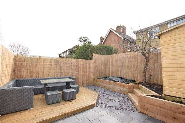 2 Bedrooms Maisonette Flat for sale in Castle Court, Pollard Road, Morden, Surrey, SM4 6EJ