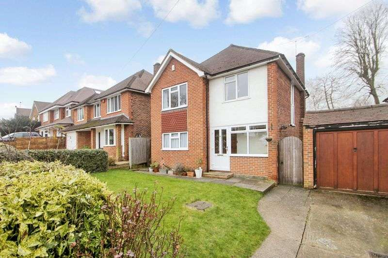 3 Bedrooms Detached House for sale in Fairfax Avenue, Ewell