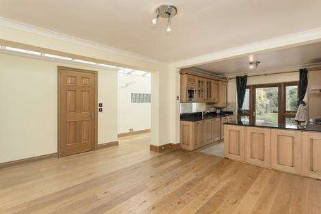 3 Bedrooms Semi Detached House for sale in Griffiths Road, London SW19