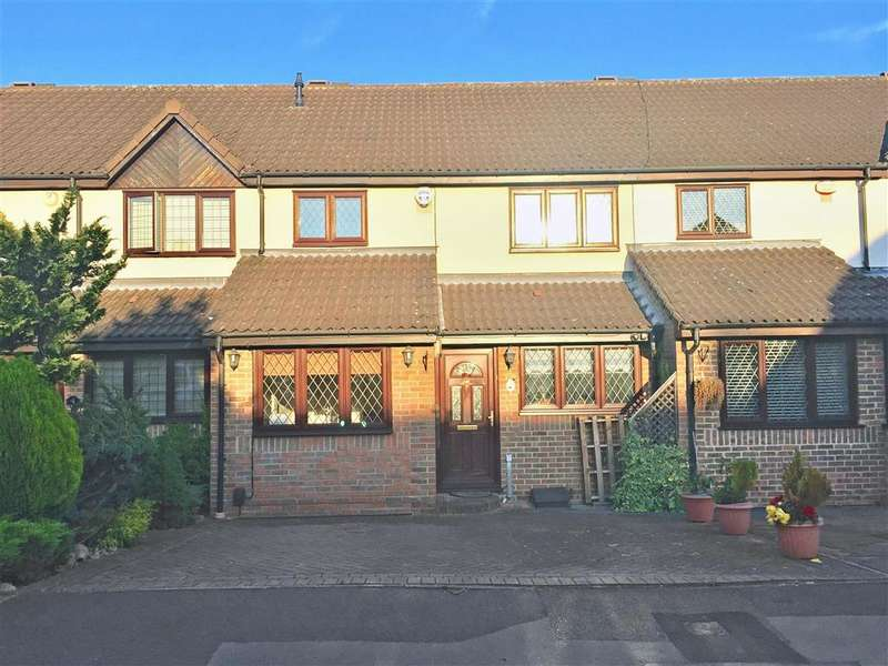 3 Bedrooms Terraced House for sale in Exmoor Close, Barkingside, Essex