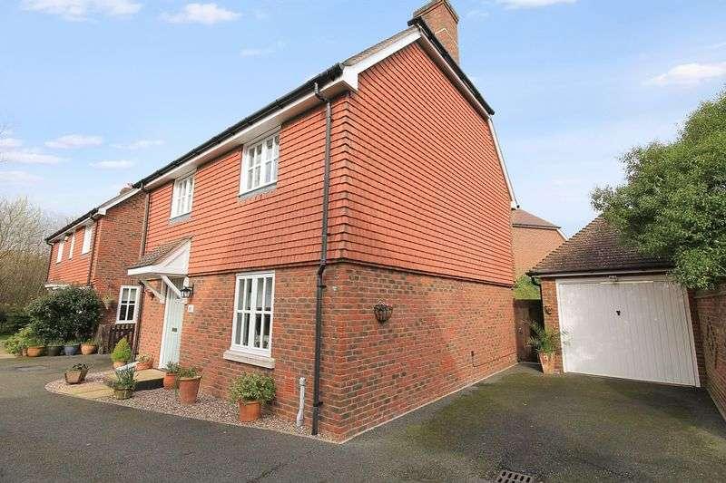 3 Bedrooms Detached House for sale in Morris Drive, Billingshurst