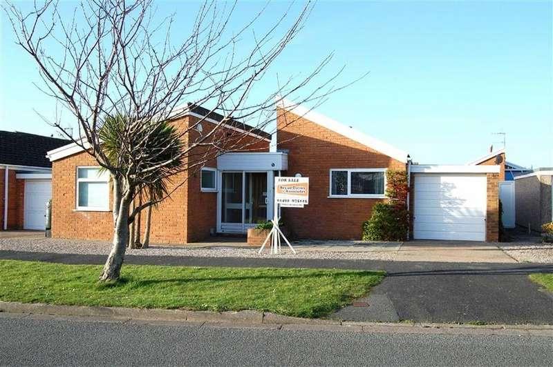 3 Bedrooms Detached Bungalow for sale in Liddell Drive, Craig Y Don, Llandudno, Conwy