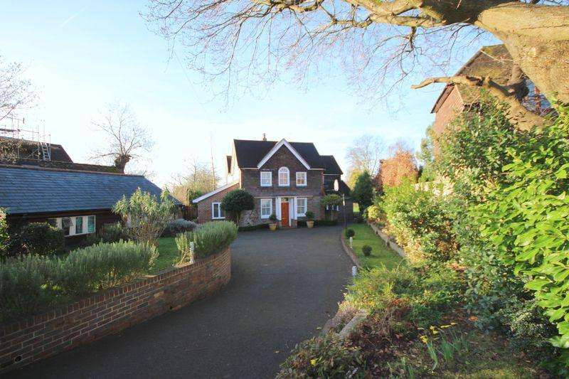 5 Bedrooms Detached House for sale in Balcombe Road, Haywards Heath