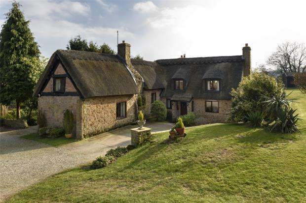 5 Bedrooms Detached House for sale in The Thatched Cottage, Kenley, Nr Shrewsbury, Shropshire