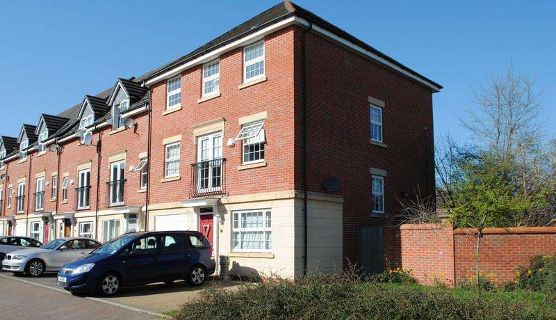 4 Bedrooms Town House for sale in Haddon Way, Loughborough