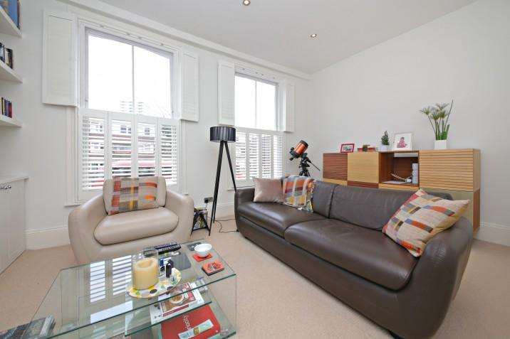 3 Bedrooms Flat for sale in Southampton Road, NW5