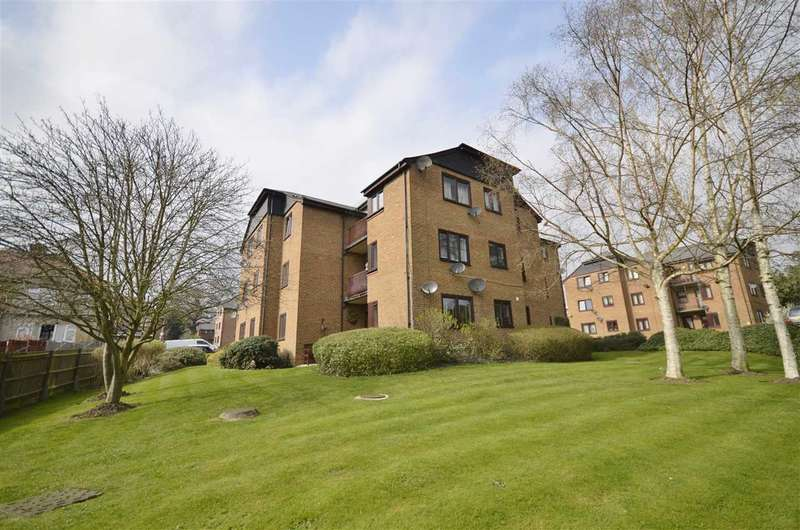 2 Bedrooms Apartment Flat for sale in Cedar Close, Buckhurst Hill, Essex