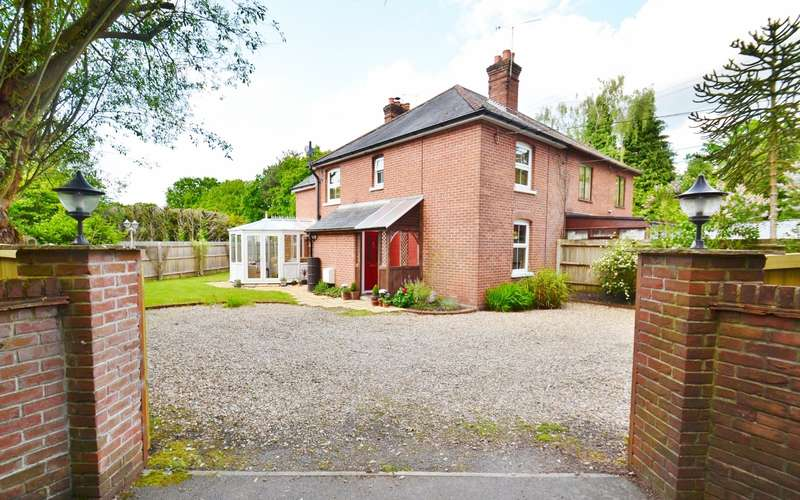 3 Bedrooms Semi Detached House for sale in Ringwood