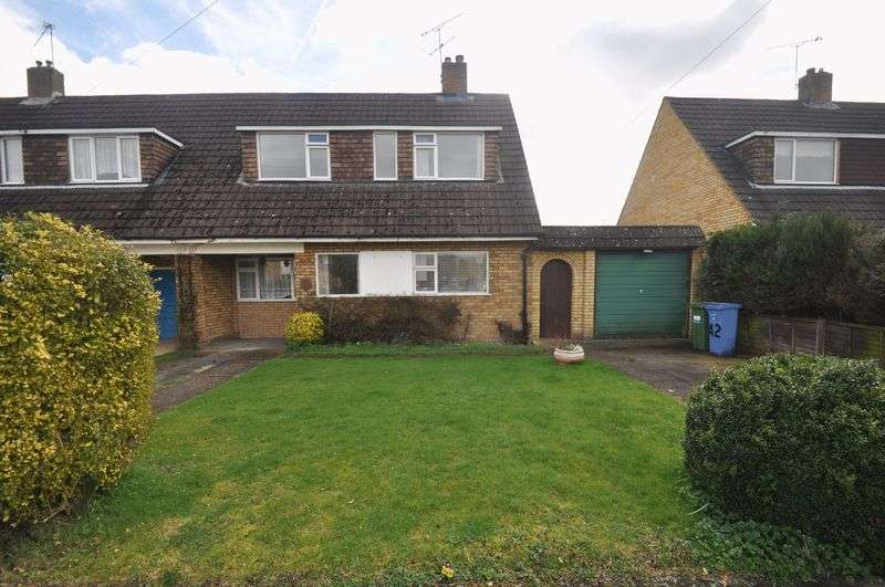 3 Bedrooms Semi Detached House for sale in Anglesey Avenue, Farnborough