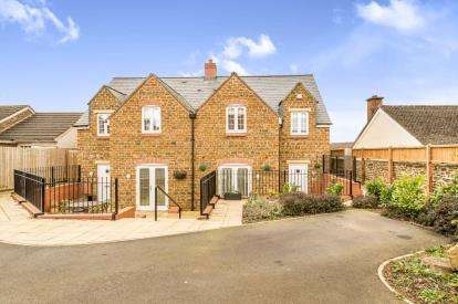3 Bedrooms Semi Detached House for sale in Rochester Close, Middleton Cheney, Oxfordshire, Oxon