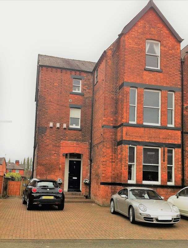 2 Bedrooms Flat for sale in Flat 4, 40 Atwood Road, Didsbury, M20 6TD