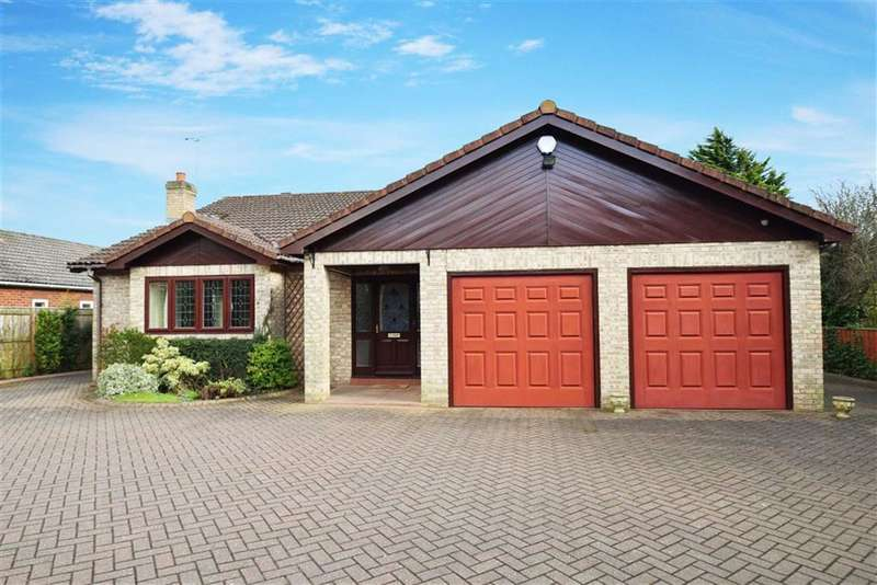 4 Bedrooms Bungalow for sale in Eastern Way, Darras Hall, Ponteland