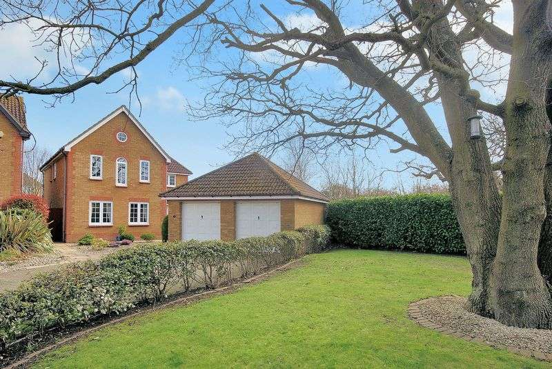 4 Bedrooms Detached House for sale in Chatham Close, Priddys Hard, PO12