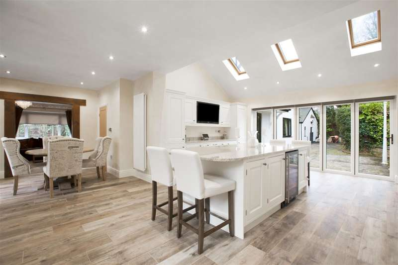 4 Bedrooms Detached House for sale in Cavendish Road, Eccles, Manchester, M30 9JF