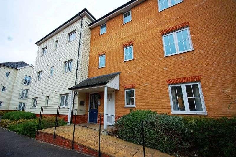 2 Bedrooms Flat for sale in Panyers Gardens, Dagenham