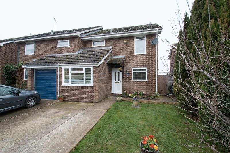 3 Bedrooms Semi Detached House for sale in Lamorna Gardens, Chichester