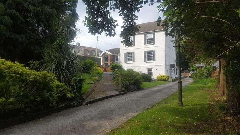 4 Bedrooms Detached House for sale in Upper Mill, Llanelli