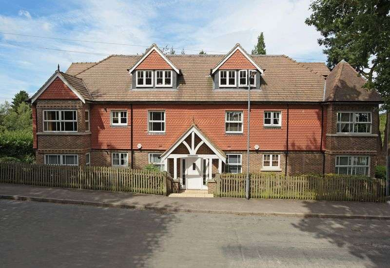 2 Bedrooms Flat for sale in Ghyll Road, Crowborough, East Sussex