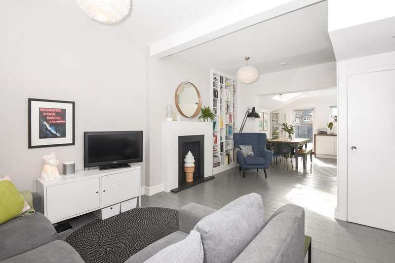 2 Bedrooms Terraced House for sale in South View Road, Crouch End, N8