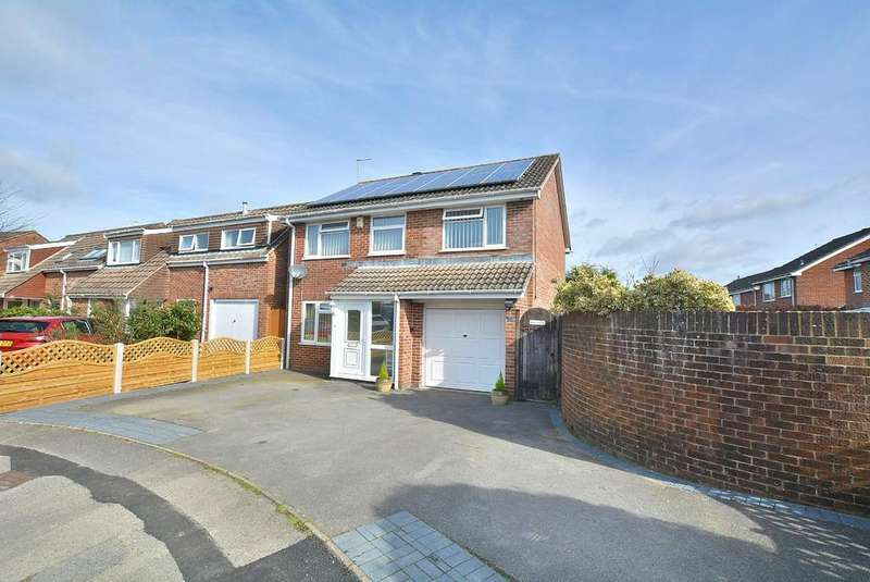 5 Bedrooms Detached House for sale in Hawker Close, WIMBORNE