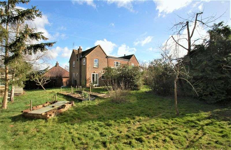 5 Bedrooms Detached House for sale in Tylers Green
