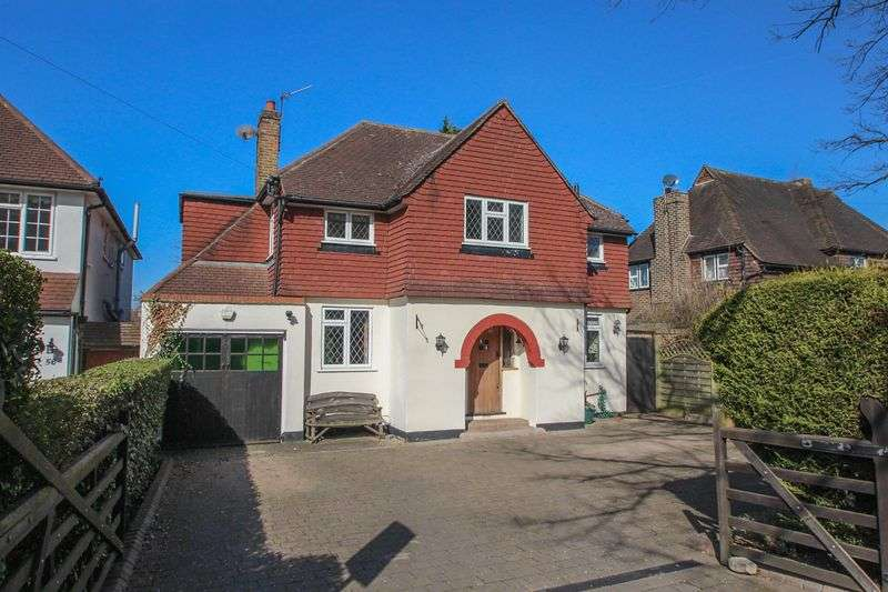 3 Bedrooms Detached House for sale in Manor Road South, Hinchley Wood