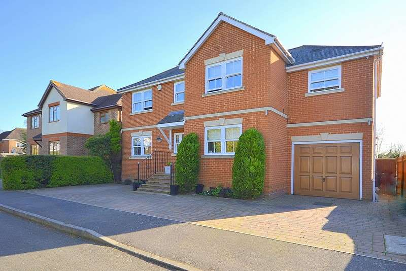 5 Bedrooms Detached House for sale in Laleham