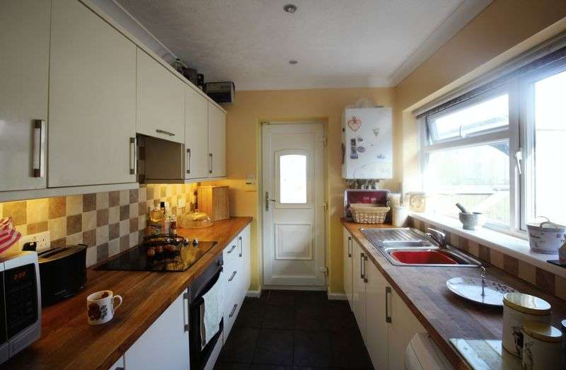 2 Bedrooms Semi Detached Bungalow for sale in Heol Isaf, Pontypool