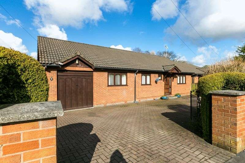 3 Bedrooms Detached Bungalow for sale in Leyland Green Road, Ashton-in-Makerfield, WN4 0QJ