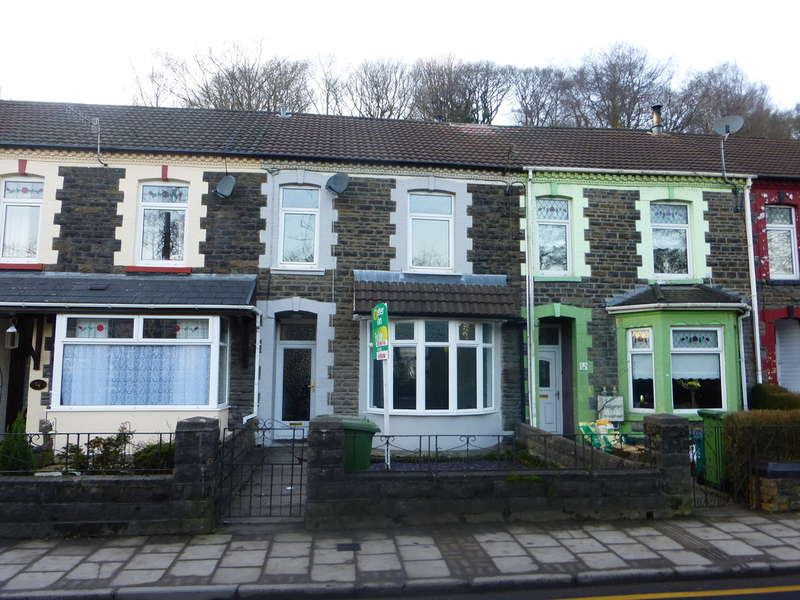 4 Bedrooms Terraced House for sale in Berw Road, Pontypridd