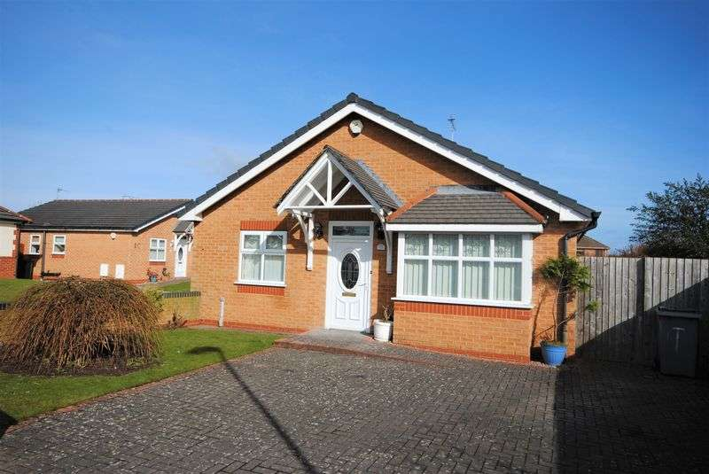 2 Bedrooms Detached Bungalow for sale in Copsmead, Moreton