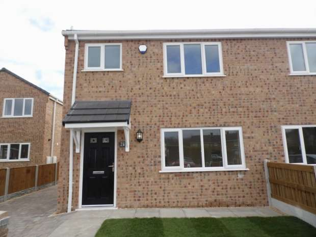 3 Bedrooms Semi Detached House for sale in East View Campsall Doncaster