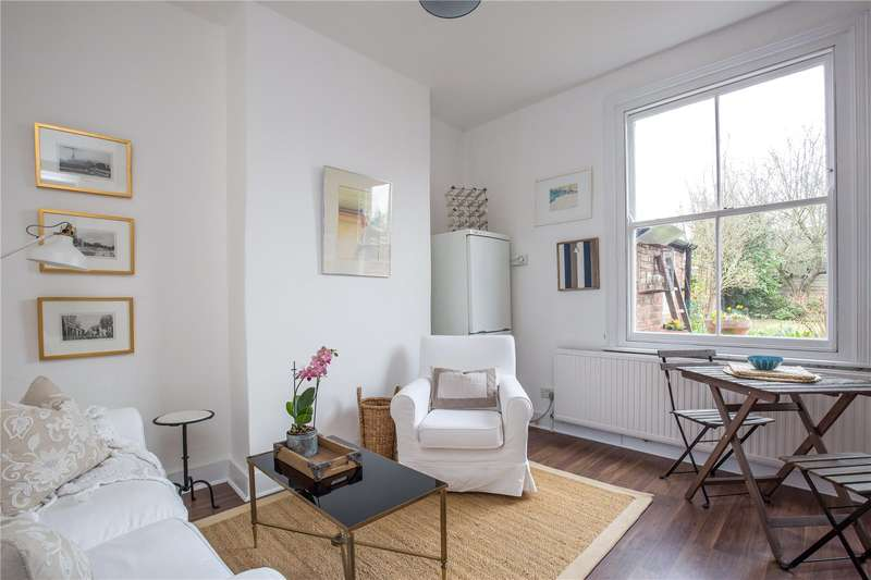 3 Bedrooms Terraced House for sale in Chelmsford Road, Southgate, N14
