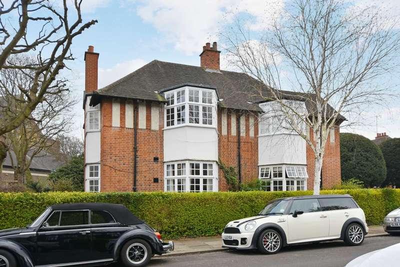 1 Bedroom Flat for sale in Holyoake Walk, Ealing