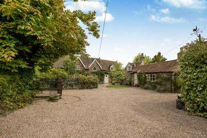 3 Bedrooms Detached House for sale in Lower Stone, Berkeley, Gloucestershire