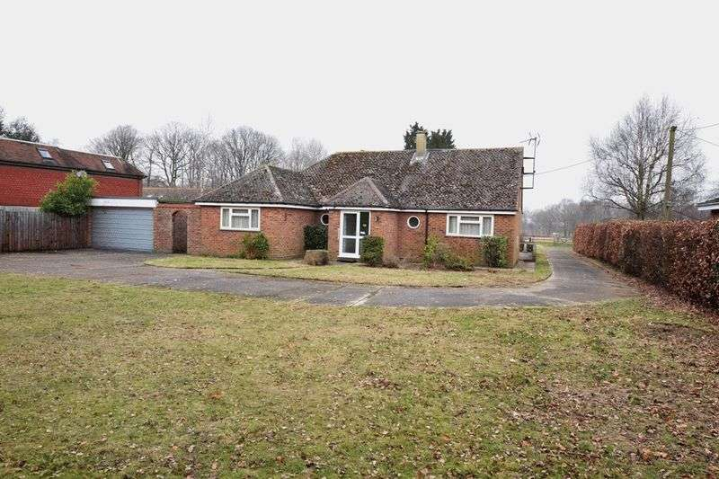 4 Bedrooms Detached Bungalow for sale in Charlesford Avenue, Kingswood