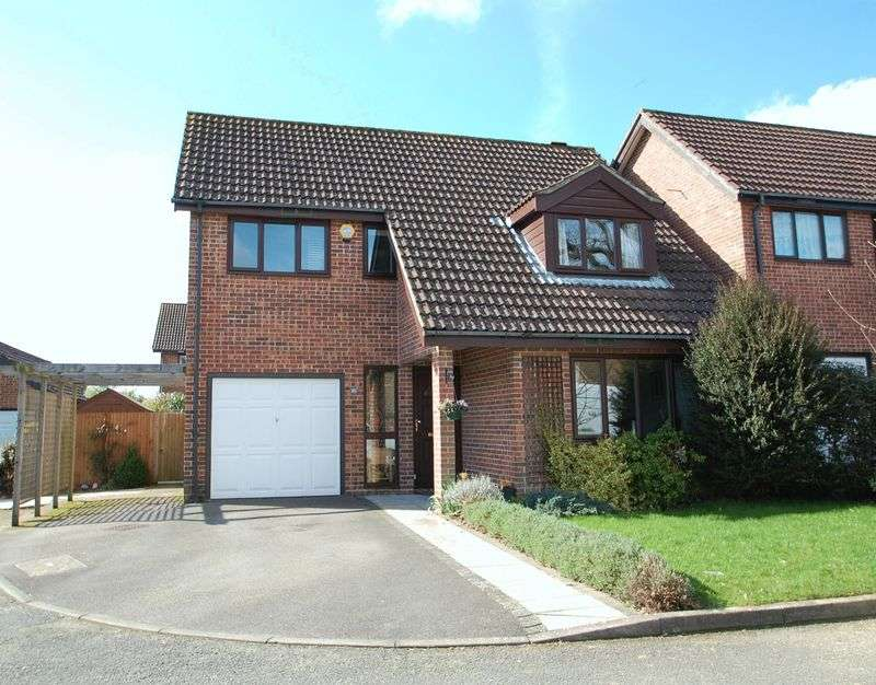 4 Bedrooms Detached House for sale in Henwood Down, Petersfield