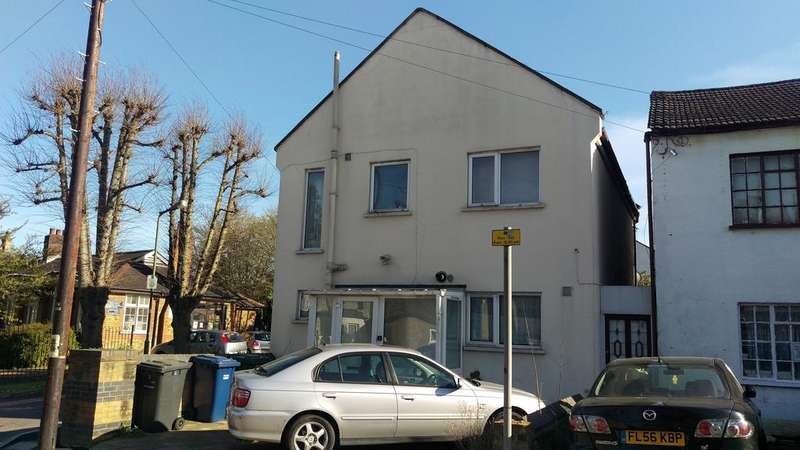 4 Bedrooms Detached House for sale in Victoria Road, New Barnet EN4