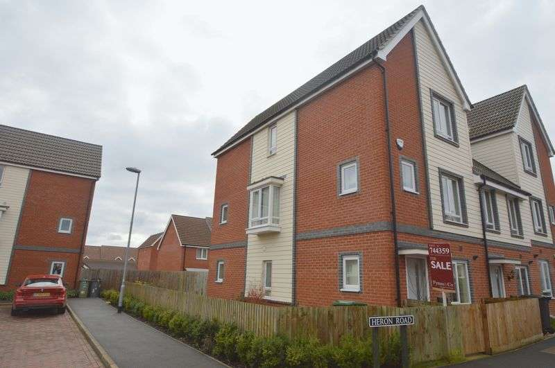 4 Bedrooms Semi Detached House for sale in Heron Road, Queens Hill, Norwich