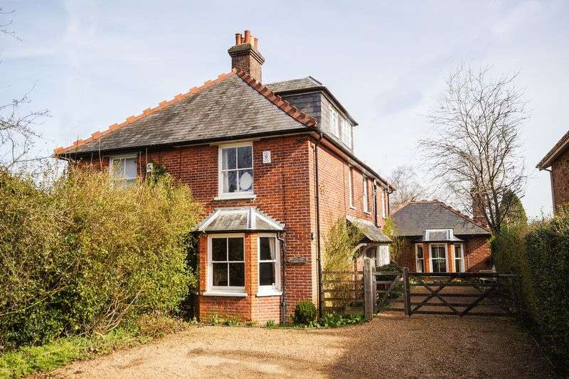 4 Bedrooms Semi Detached House for sale in Prestwood