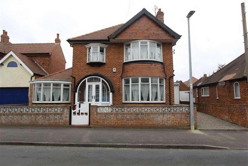 3 Bedrooms Detached House for sale in Trafalgar Crescent, Bridlington, YO15