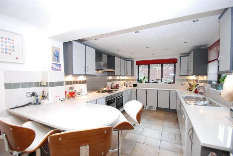 4 Bedrooms Detached House for sale in Campbell Close, Buntingford, SG9 9BY