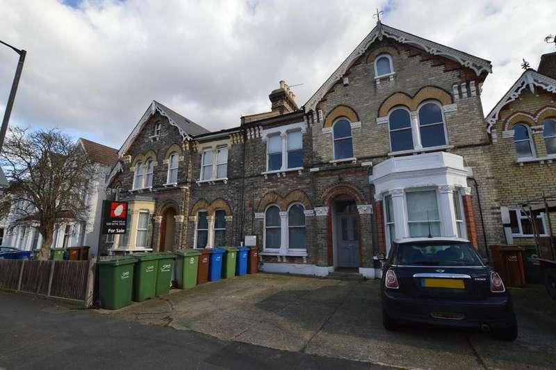 2 Bedrooms Flat for sale in Friern Road London SE22