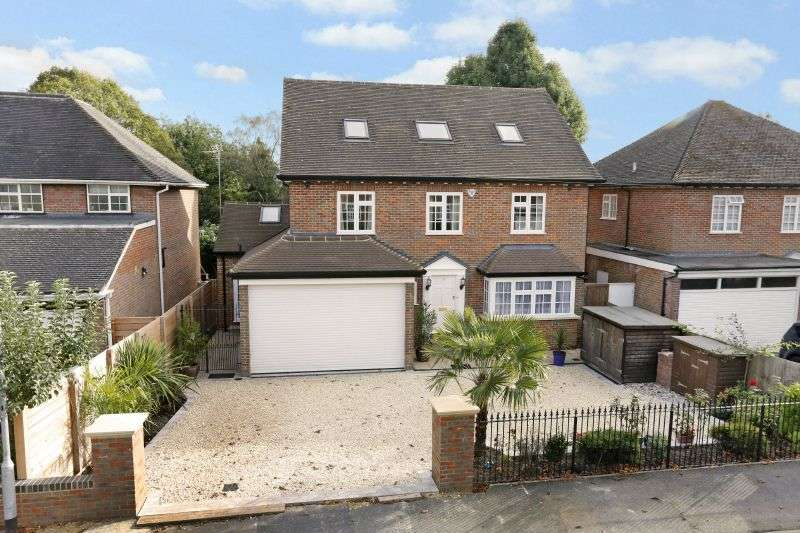 5 Bedrooms Detached House for sale in Foxdell, Northwood
