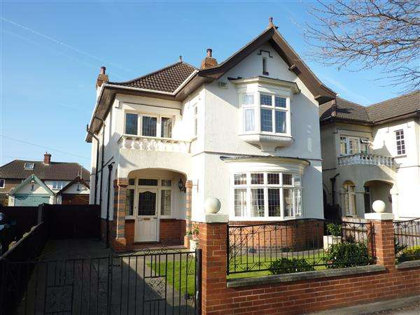 4 Bedrooms Detached House for sale in GRIMSBY ROAD, CLEETHORPES