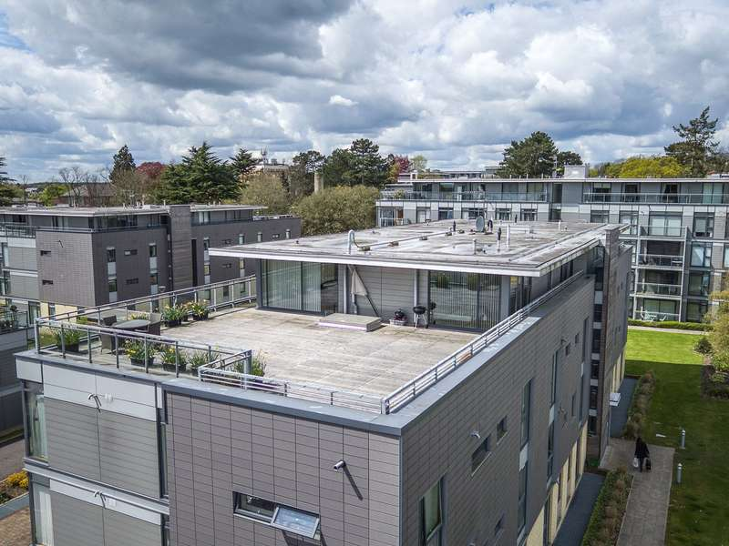 2 Bedrooms Flat for sale in Winchester Court, Newsom Place, St. Albans, Hertfordshire, AL1
