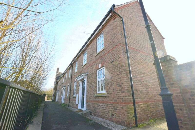 2 Bedrooms House for sale in Lowndes Path, Aylesbury