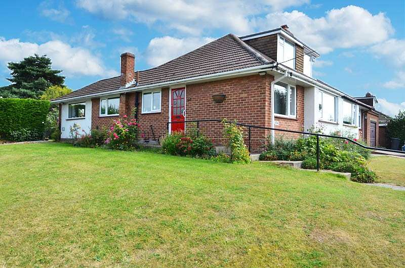 3 Bedrooms Bungalow for sale in Heath End Road, Flackwell Heath, HP10